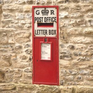 Charminster,_postbox_No._DT2_121,_East_Hill_-_geograph.org.uk_-_1344215